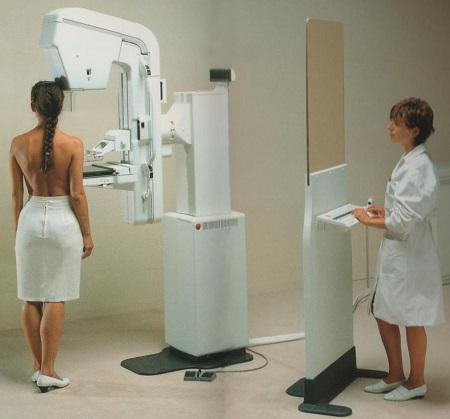 Что лучше для обследования молочных желез: маммография или УЗИ? provedenie-mammografii