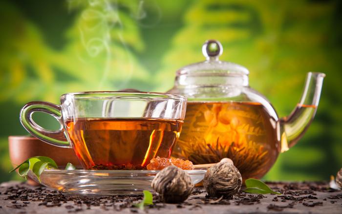 Горячий чай очень эффективен для восстановления голоса при простуде