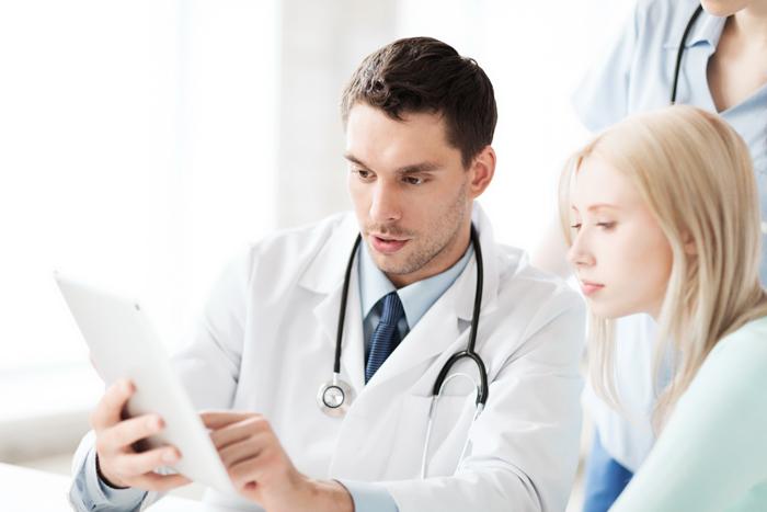 Простуда в период лактации требует обращения к врачу