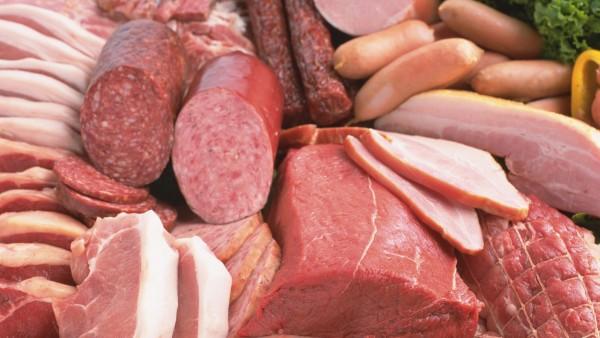 Нередко люди заражаются трихинеллезом из-за употребления колбас и окороков