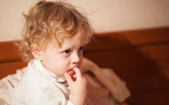 Частое заражение ребенка острицами происходит при грызении ногтей