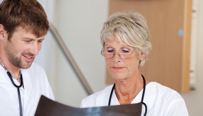 При подозрении на гемангиому позвоночника следует обращаться к врачу-вертебрологу