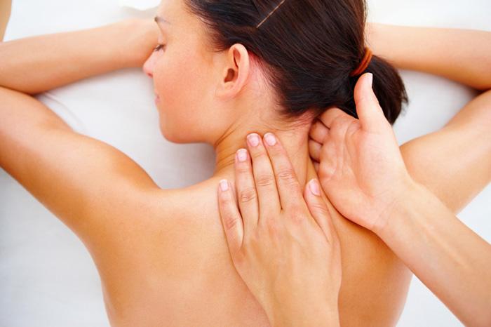 Эффективна ли мануальная терапия при остеохондрозе? manualnaya_terapiya_sheyniy_osteohondroz